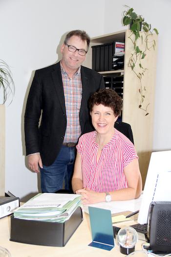 Bürgermeister Jörg Böse und Verwaltungsfachangestellte Ariane Hoecker